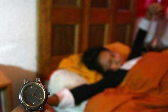 Dormir sólo seis horas causa los mismos daños que no dormir dos días