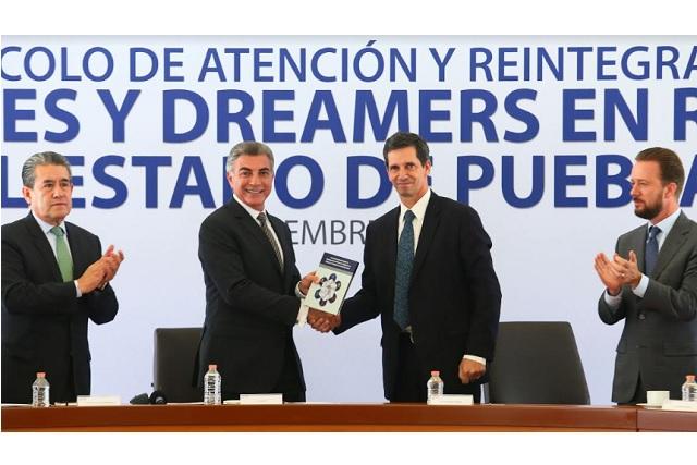 Recibe Gali protocolo de atención a migrantes y dreamers en retorno