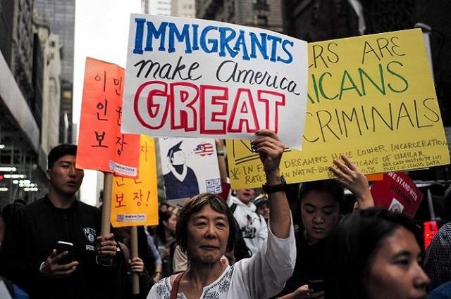 Juez ordena a Trump que reactive el programe que protege a dreamers
