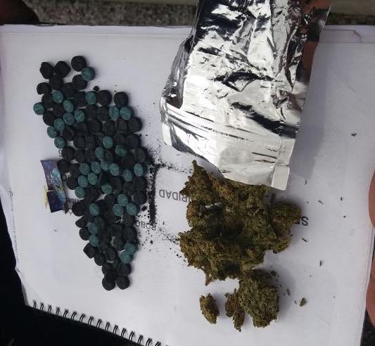 Aseguran a dos con metanfetaminas, LSD y mariguana