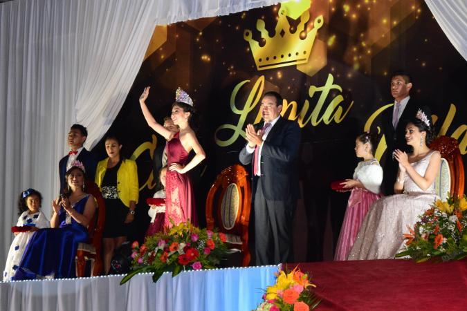 Coronan a la Reina de la Feria en Zacapoaxtla