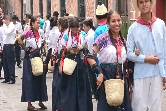 Con desfile de 1,500 danzantes concluye Festival del 5 de Mayo