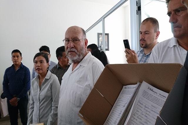 Entregan a Gali 16 mil firmas que piden liberar a presos políticos