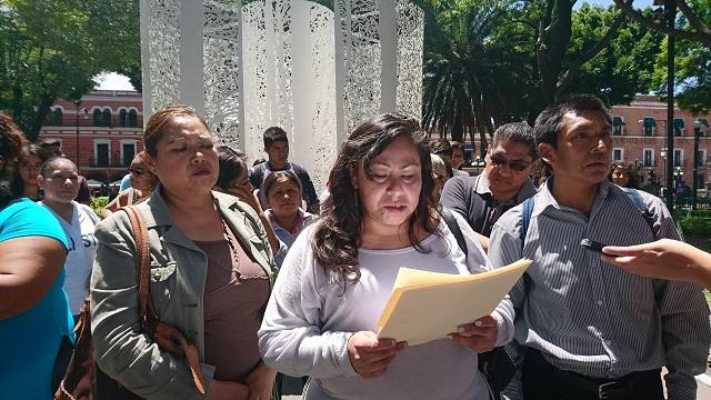 Padres de familia exigen en mitin ingreso de sus hijos a la BUAP