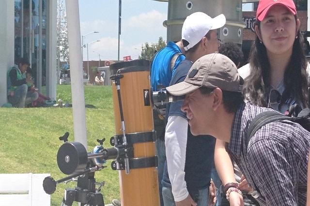 Poblanos observaron el espectáculo del eclipse en sedes del INAOE