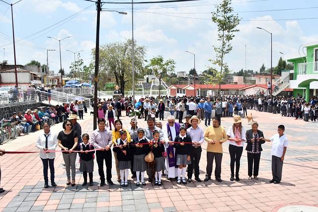 Inauguran en Zoquiapan la rehabilitación de plaza cívica