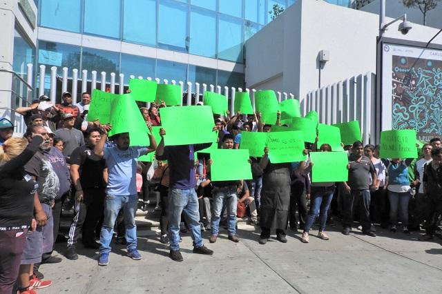 Cierran el bulevar 5 de Mayo por defender a líder de comerciantes