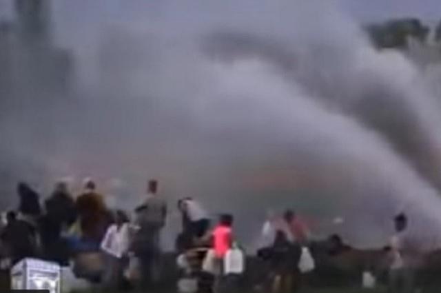 Peritos recogen información en la zona de la explosión del ducto