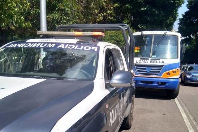 Con violencia asaltan a chofer y pasajeros de un Loma Bella