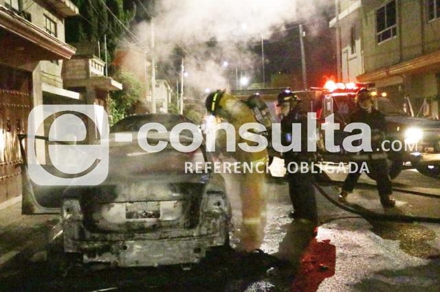 Alarma por incendio de vehículo en la Colonia Historiadores