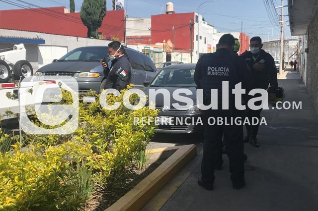 Conductor se opone a revisión y agrede a policías en Puebla