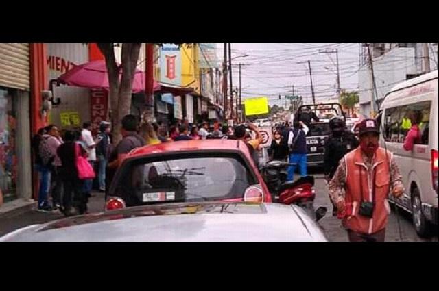 Entre 20 personas asaltan Coppel en Texmelucan