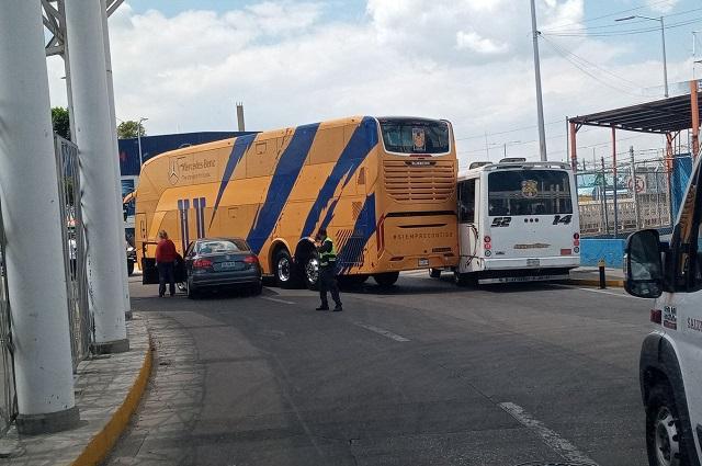 Choca autobús de Tigres previo al partido contra el Puebla