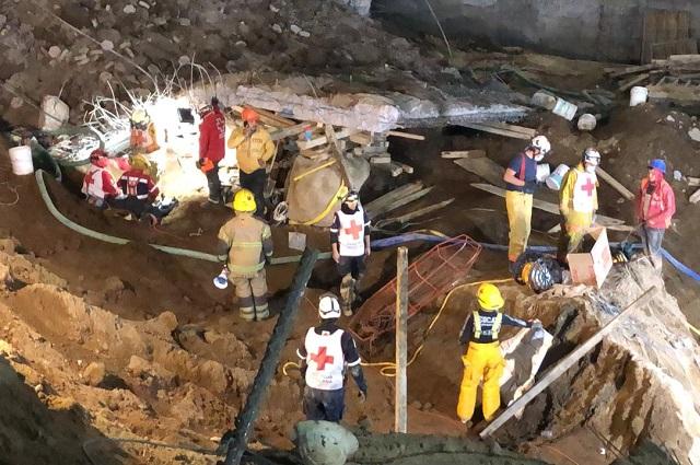 Sigue rescate de los cuerpos por derrumbe en Texmelucan