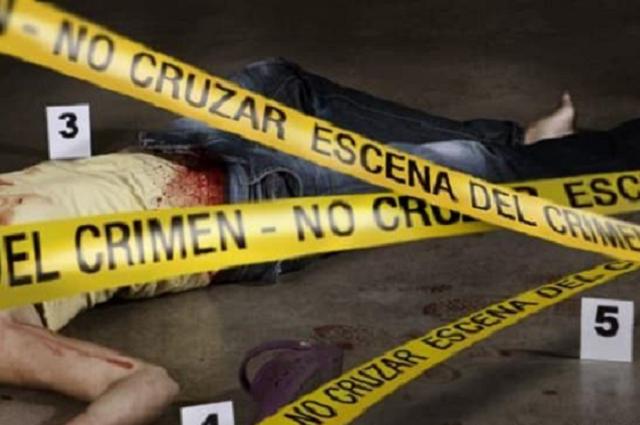 Asesinan a balazos a joven frente a su casa en Acatlán