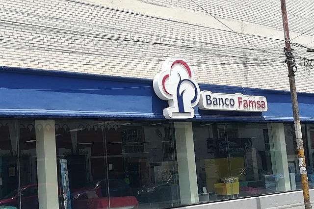Sufren poblanos por recuperar sus ahorros en Banco Famsa