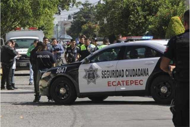 Tiran a dos embolsados en Ecatepec atados con un lazo rojo