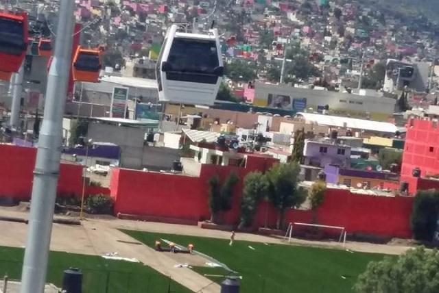 Retiran pasto sintético en Ecatepec que daba vista al teleférico
