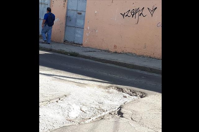 Brotan baches a dos años de relaminar calles en Puebla capital