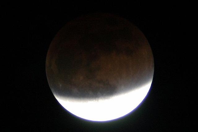 Eclipse penumbral de Luna: el sol queda de espaldas a la Tierra