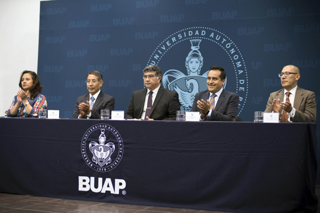Calidad académica e investigación respaldan labor social de Economía BUAP