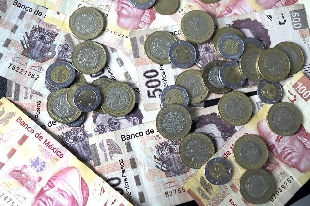 Le deposita 10 mil pesos por error; se los devuelve