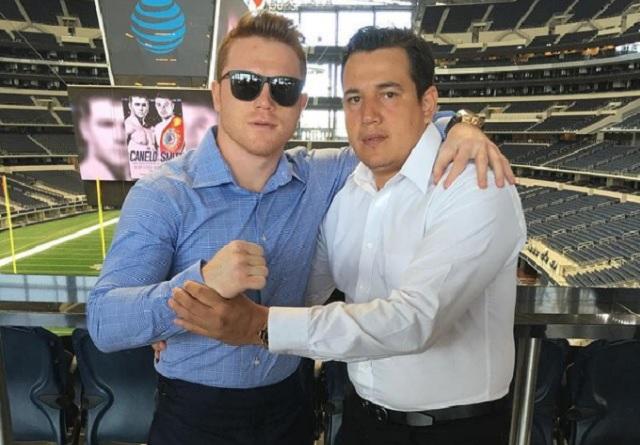 Eddy Reynoso, Coach de 'Canelo', se tatúa rostro del mexicano en el brazo