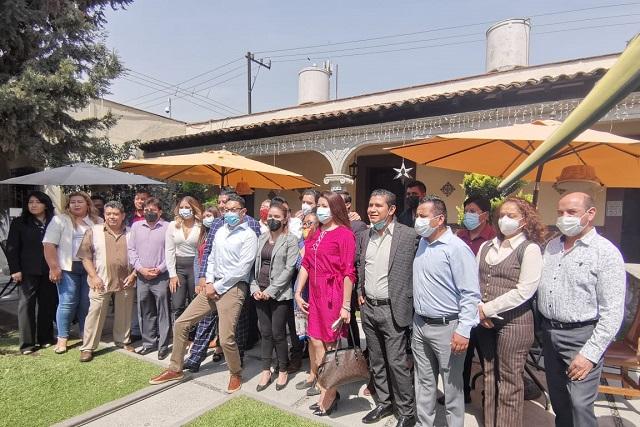 Van con Edgar Salomón fundadores y militantes de Morena Texmelucan, y dirigente del Verde