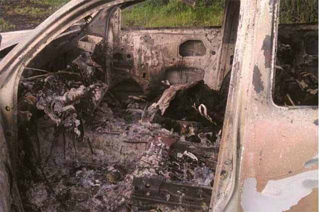 Calcinados, mueren dos en choque con camioneta del huachicol