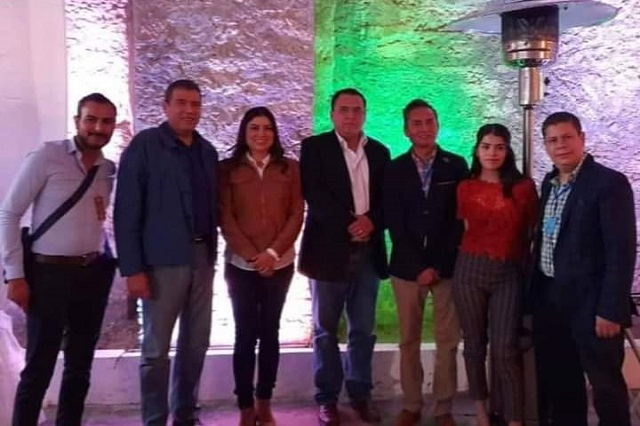 Fiesta privada reúne en Tehuacán a ediles Claudia Rivera y Artemio Caballero