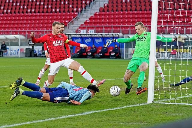 Ajax golea 3-0 a Alkmaar con Edson Álvarez como titular