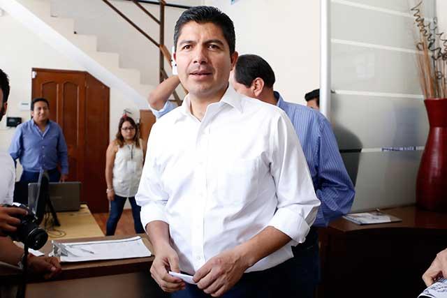 Calderón y Manzanilla condenan embargo a Lalo Rivera y muestran su apoyo