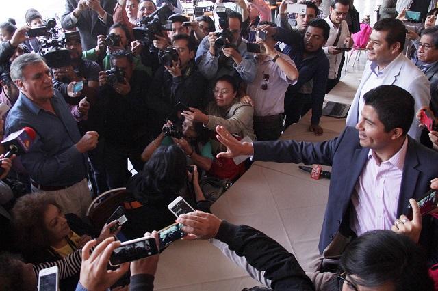 Por falta de pruebas, pierde Luis Paredes juicio contra Lalo Rivera