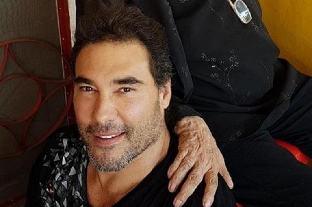 Eduardo Yáñez celebra con su mamá el Día del Abuelo