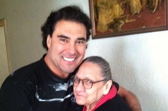Eduardo Yáñez cuenta cómo fue el último día que pasó con su mamá