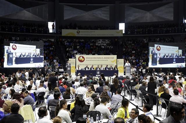 Critica Alianza de Maestros foros para la reforma educativa