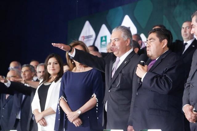 Llama Barbosa al CCE a reconstruir lo podrido que heredó Puebla