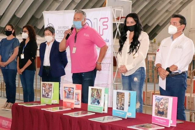 Inicia Luis Alberto Arriaga entrega de libros de texto gratuitos en San Pedro Cholula