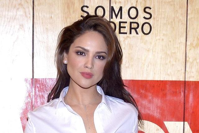 Eiza González se lanza contra quienes criticaron sus fotos sin maquillaje