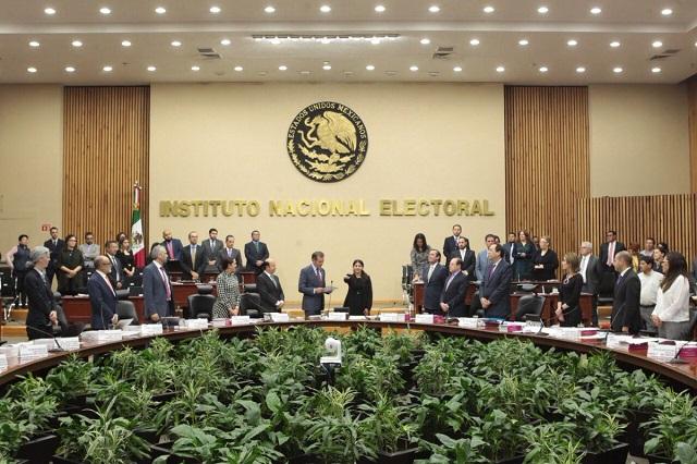 INE desecha remover a consejeros del IEE en Puebla