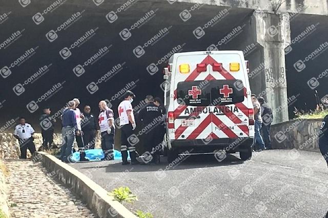 En racha violenta ejecutan a dos hombres en Periférico de Puebla