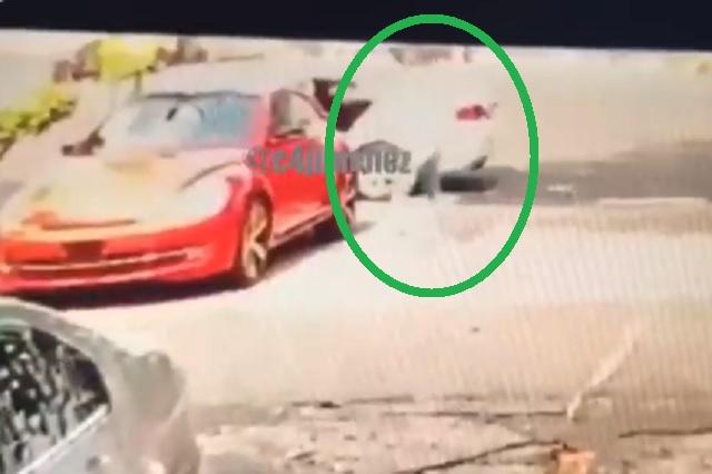Graban ejecución de hombre al interior de un autolavado en CDMX