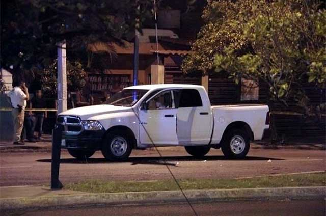 Desde auto en marcha, ejecutan a delegado de Sedatu en Colima