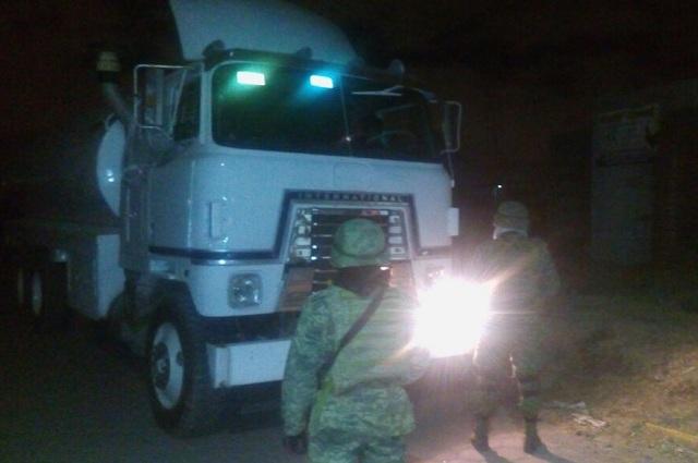 Ubica Ejército unidad cargada en Xoxtla con combustible robado