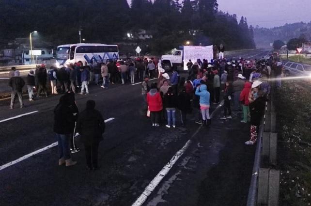 Ejidatarios bloquean la autopista México-Puebla y el Arco Norte