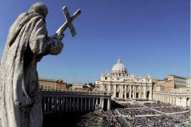 Descubren orgía gay en el Vaticano y hay un sacerdote involucrado