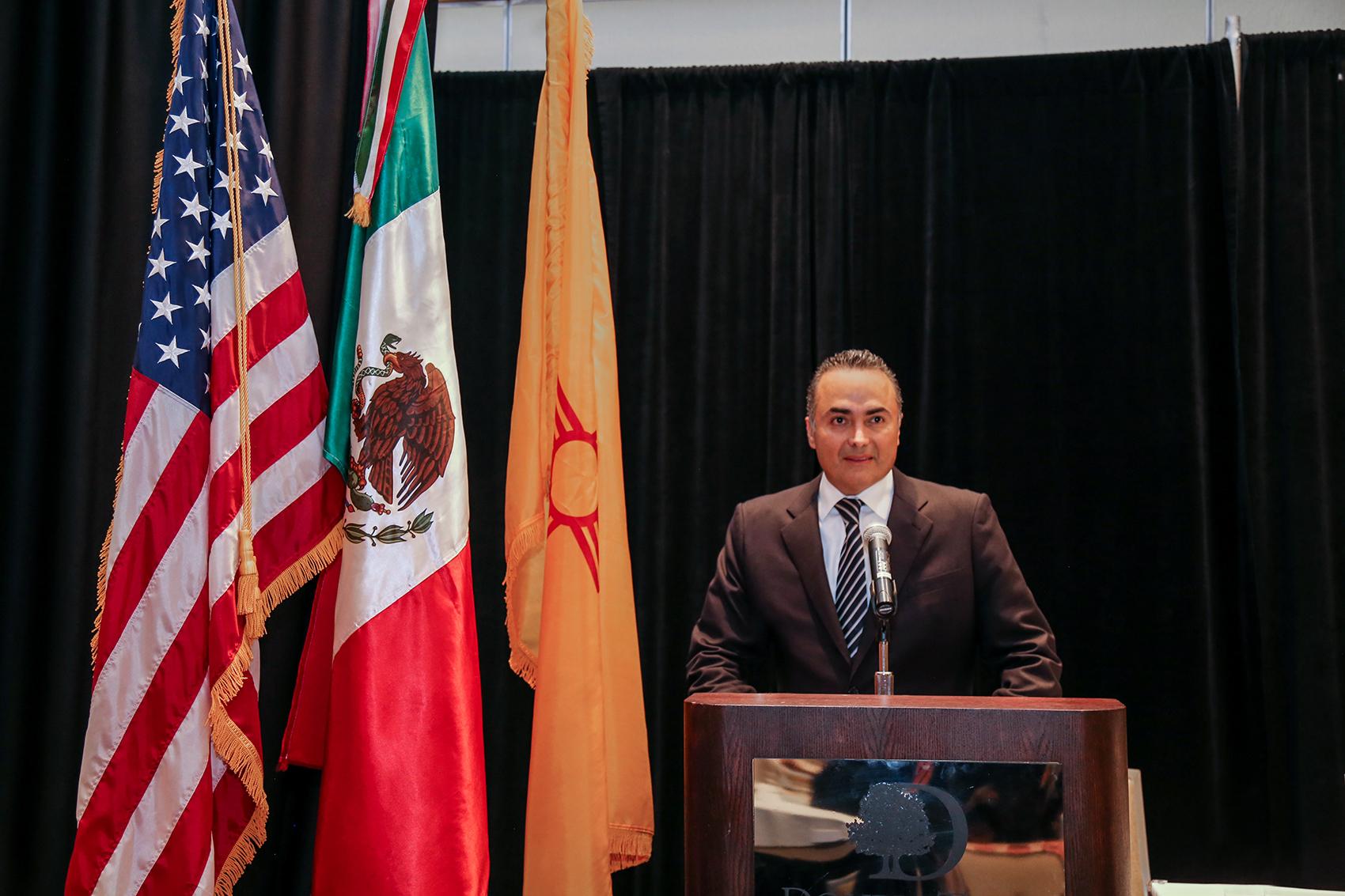 David Villanueva da conferencia en foro de alcaldes en EU