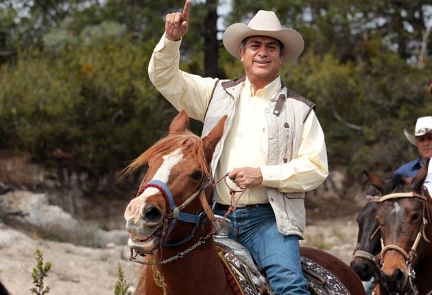El Bronco afirma que si AMLO renuncia a sus prerrogativas, él declina