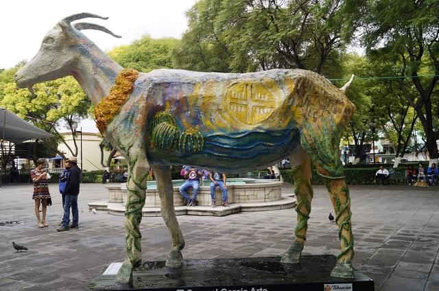 Recuperan escultura dedicada al mole de caderas en Tehuacán