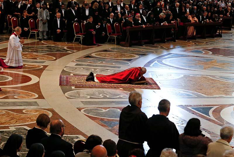 El Papa inicia en El Vaticano la ceremonia de Viernes Santo